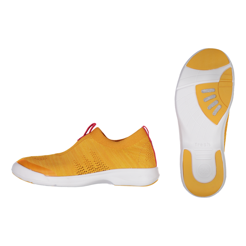 Kids' shoes with ventilated sole
